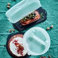 Tupperware Königskuchenbehälter mit leckeren eckigen Kuchen und Tortentwist mit rundem Kuchen