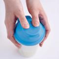 Tupperware Shake-It Ergonomisch geformter Shaker. Perfekt zum Schütteln von Saucen, Teigen und Dressings.