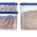 Tupperware Quadratischer Behälter 2,6 l gefüllt mit Keksen, Knaberreien und Nudeln