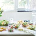Tupperware Clear Collection 990 ml Schön dekorierter Tisch mit durchsichtigen Schüsseln