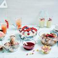 Tupperware Clear Collection 2,4 l elegant präsentiert auf dem Tisch, gefüllt mit Salat und Dips
