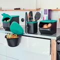 Tupperware Adretto mit Kartoffel-Lager und Zwiebel-Lager in der Küche