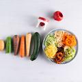 Tupperware Spiralino Gemüse mit dem Spiralschneider in Zoodles verwandeln