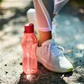 Tupperware EcoEasy 750 ml rosa Trinkflasche zum mitnehmen
